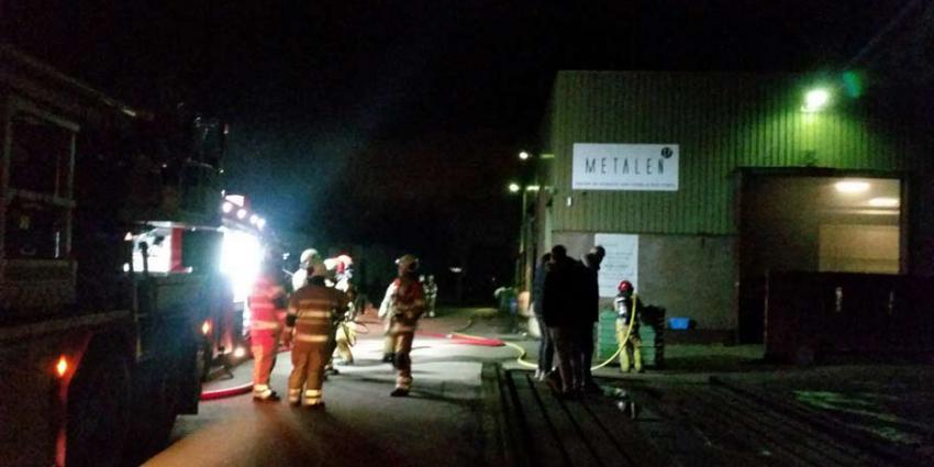 Kortsluiting accu oorzaakt brand bij recyclingbedrijf in de Amstelhoek