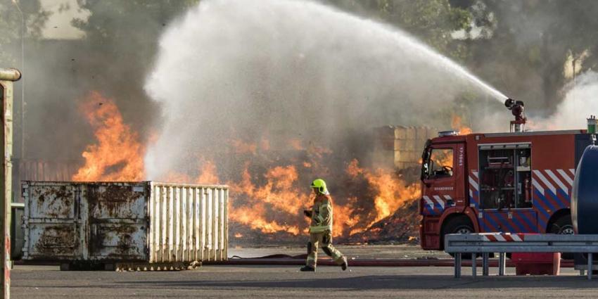 Grote brand afvalverwerker van Gansewinkel in Rotterdam
