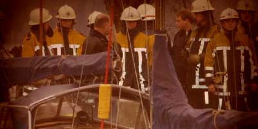 Foto van brandweer bij boot in jachthaven | Archief EHF