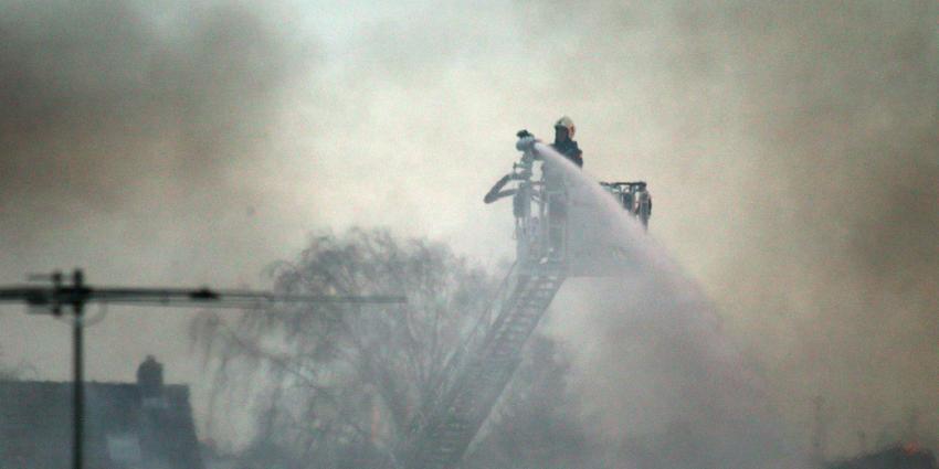 Grote brand in oude fabriek Eembrugge