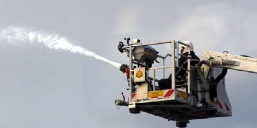 Foto van brandweer blussen hoogwerker   Archief EHF