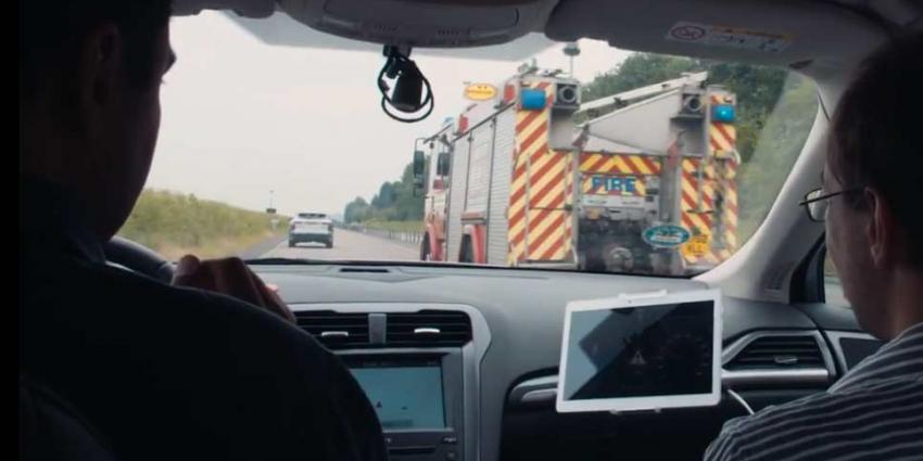 Ford waarschuwt bestuurders over locatie en afstand van naderend hulpvoertuig