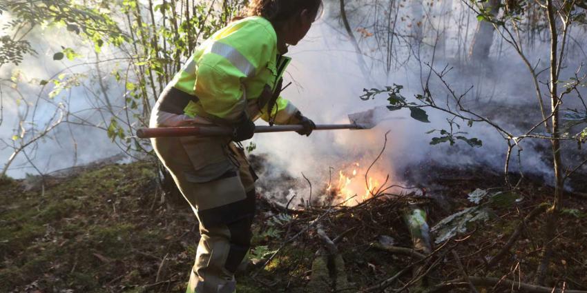 brandweervrouw-vuurzweep