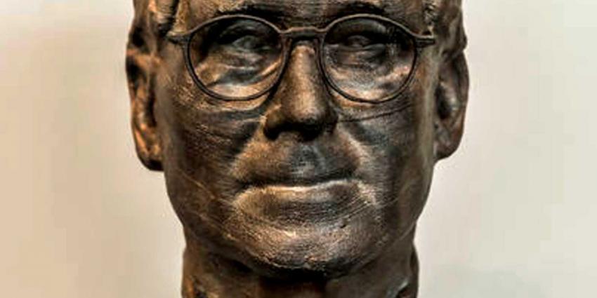 Bronzen hoofd van Nobelprijswinnaar Feringa toegevoegd aan eregalerij