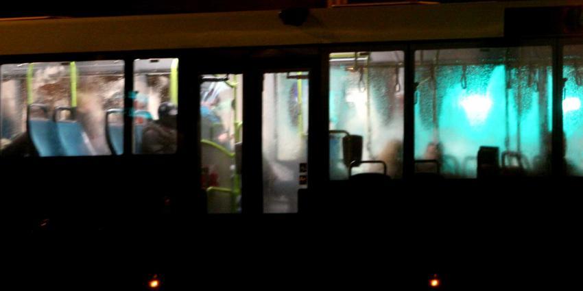 Drie ruiten van RET-bus door tiener met gaspistool aan diggelen geschoten
