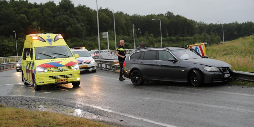 auto zwaar beschadigd door aanrijding