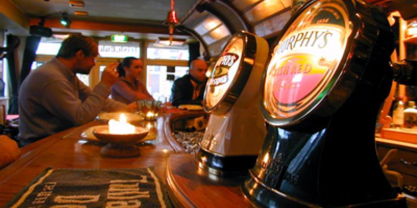 Foto van café waar wordt gerookt | Archief EHF