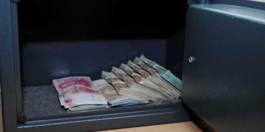 Man (25) op Schiphol opgepakt voor verduistering 100.000 euro