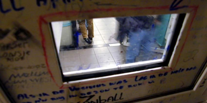 Gedetineerde nog eens 5 jaar cel voor gooien chemische stof