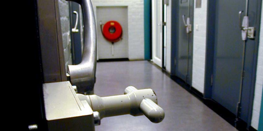 cel-gevangenis-slot-deur