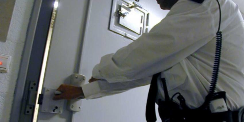 Foto van celdeur met bewaarder | EHF