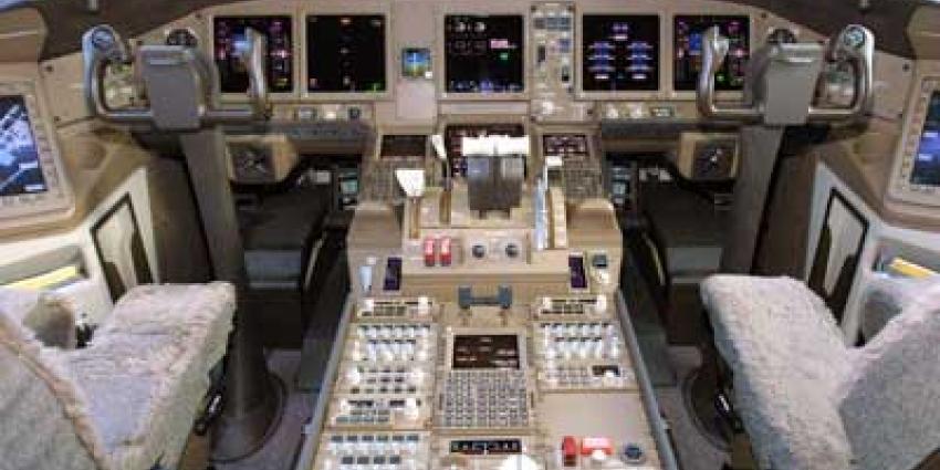 Foto van cockpit Boeing 777 | Archief EHF