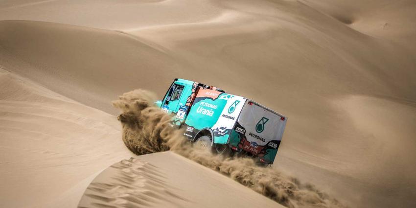 De Rooy en Van Genugten balen van negende etappe Silk Way Rally