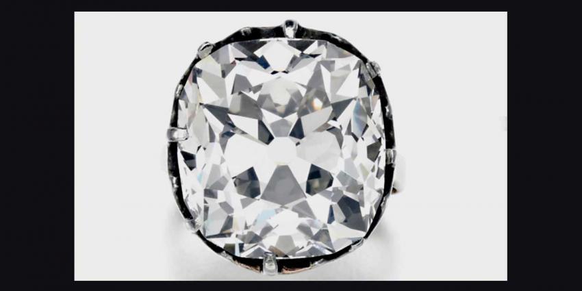 Op rommelmarkt gekochte diamanten 'toneelring' blijkt fortuin waard