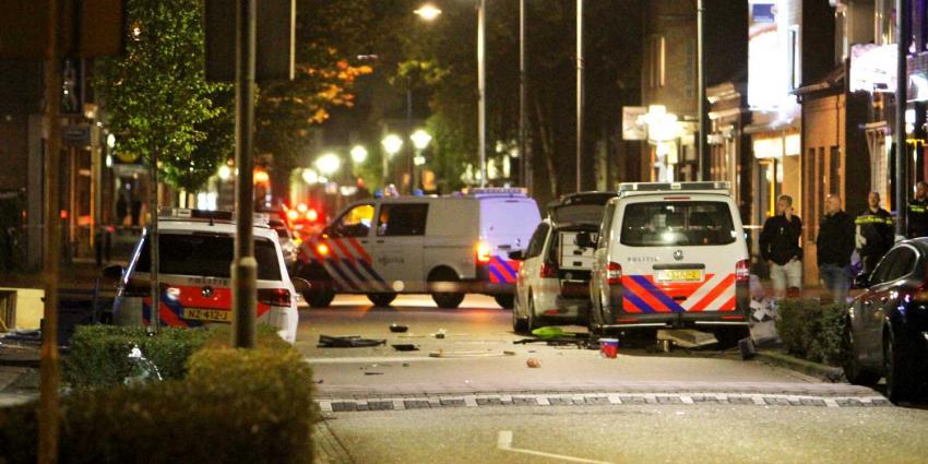 Doorgedraaide man dreigt gaskraan open te draaien en vernielt politieauto's