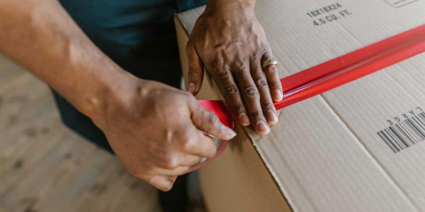 inpakken-dozen-verhuizen-plakband