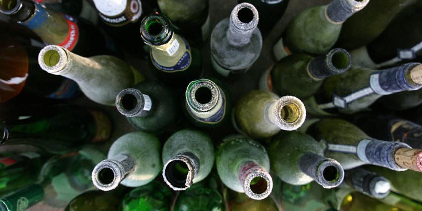 Foto van lege flessen wijn alcohol   Archief EHF