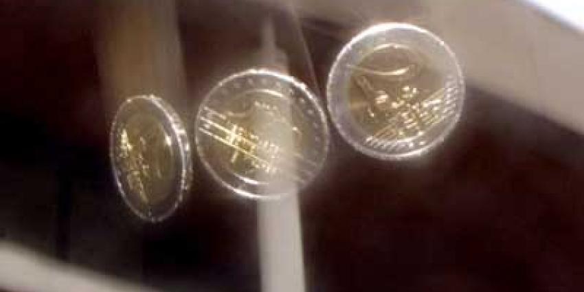 Foto van vallende euromunten   Archief EHF