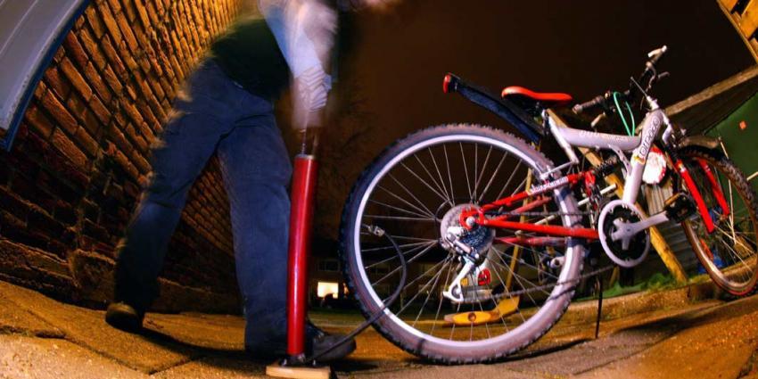 Opmerkelijke straf: Man moet van officier van justitie fietsbanden oppompen