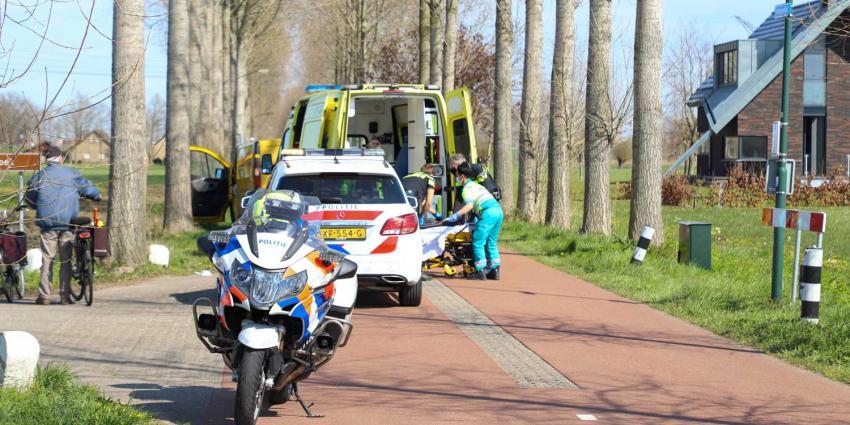 fietser-gewond-ambulance-politiemotor