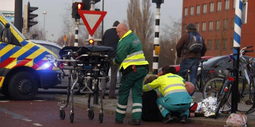 Fietsster gewond aan been na val