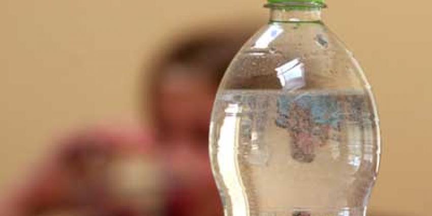 Foto van plastic frisdrankfles met statiegeld | Archief EHF