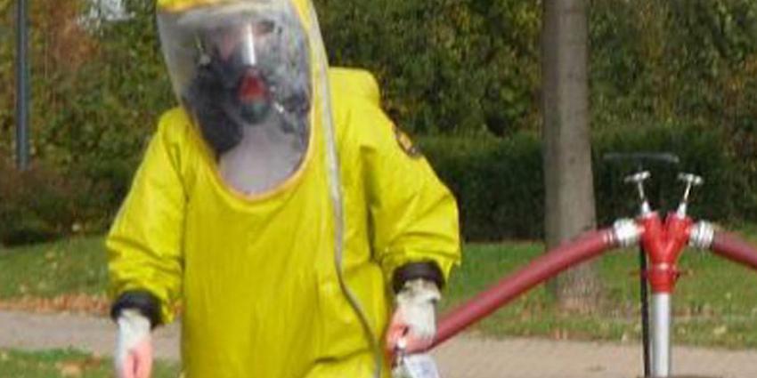 Chemische reactie in vaten bij Akzo Nobel in Wapenveld
