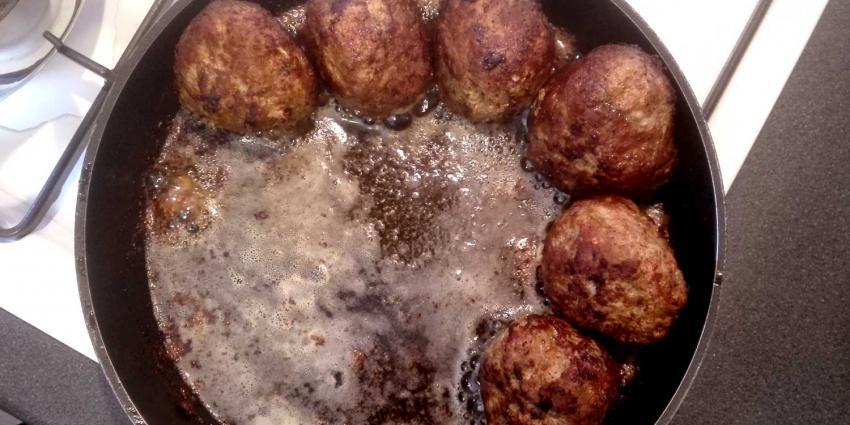 gehaktballen-koekenpan-gasfornuis