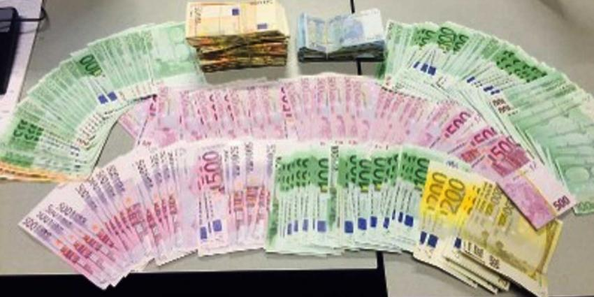 Preventief fouilleren leidt naar 'bankgebouw' met 66.000 euro aan cash