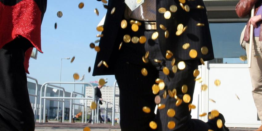 'Grote Nederlandse bedrijven houden tientallen miljarden in hun zak'