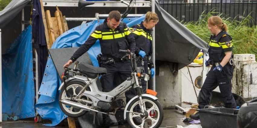 Politie neemt gestolen spullen op bootjes in beslag