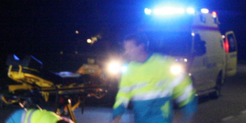 Agent neergestoken twee andere gewond bij aanhouding