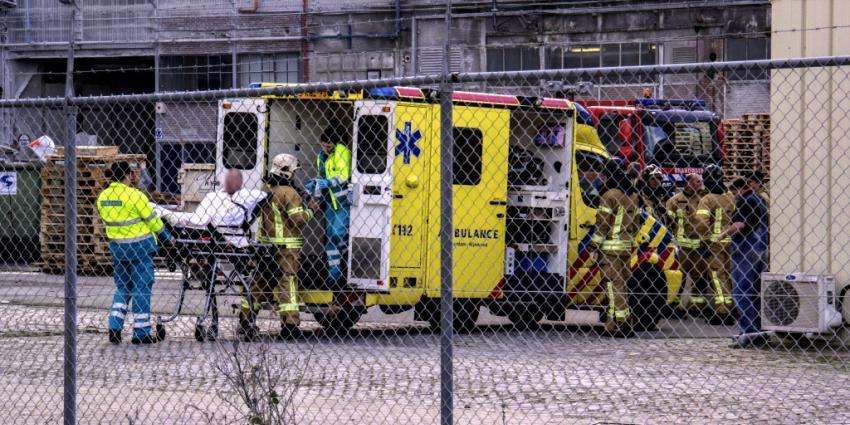 Foto van gewonde op brancard ambulance | Flashphoto | www.flashphoto.nl