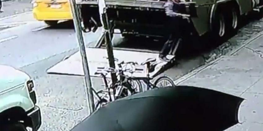 Man steelt emmer goud van 1,6 miljoen dollar uit gepantserde wagen