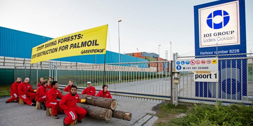 Greenpeace blokkeert palmolie raffinaderij op Maasvlakte