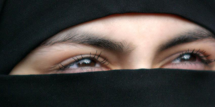 In bepaalde openbare situaties is gezichtsbedekkende kleding niet meer toegestaan