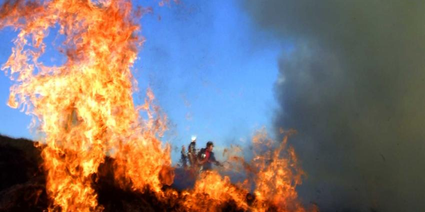 Brandweer gaat brandend hooi toch uit grotten Cannerberg halen