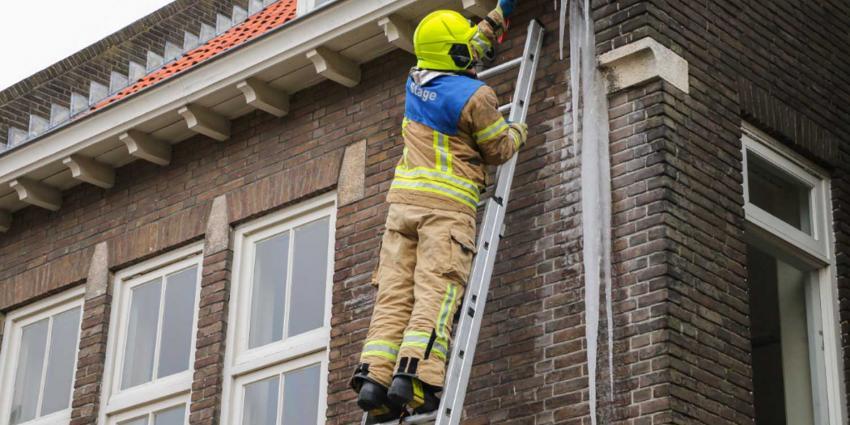 Levensgevaarlijke ijspegel door brandweer verwijderd