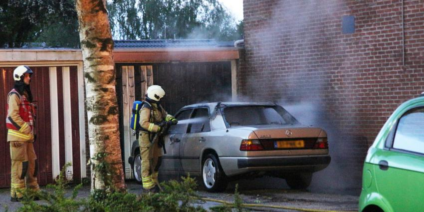 Mercedes in vlammen opgegaan