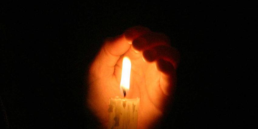 KWF vraagt met duizenden lampionnen op Afsluitdijk aandacht