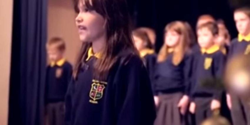 Vertolking 'Hallelujah' van 10-jarig Iers schoolmeisje ontroert