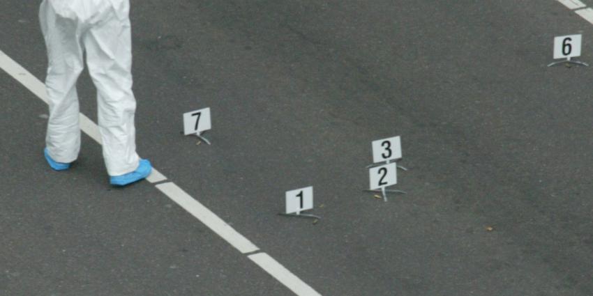 Man in Amsterdam neergeschoten met automatisch vuurwapen
