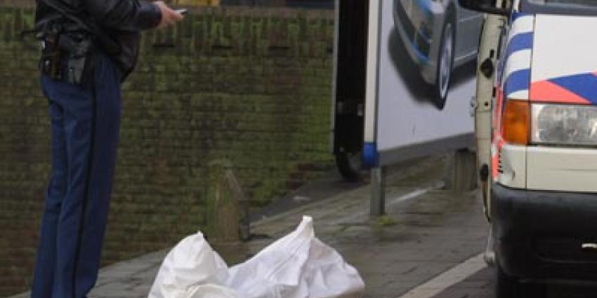Foto van lijk onder wit laken politie | Archief EHF