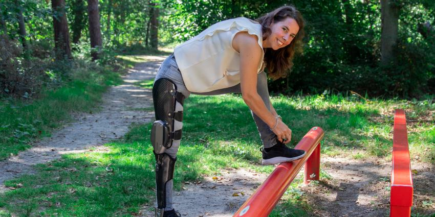 Linda met computergestuurde prothese