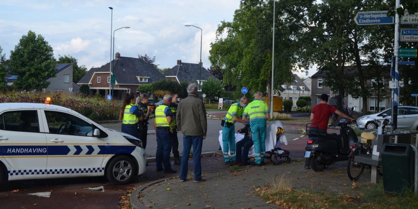 Hulpverleners ontfermen zich over slachtoffer