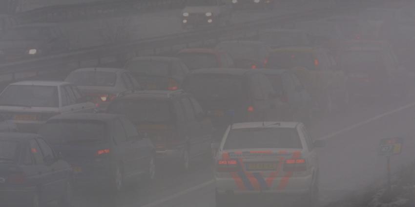 Fot ovan mist op snelweg file politieauto | Archief EHF