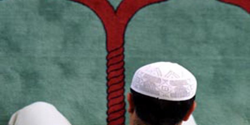 Foto van biddende moslim in moskee | Archief EHF