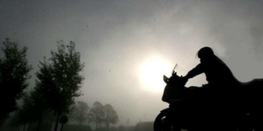 Foto van motorrijder in de mist | Archief EHF