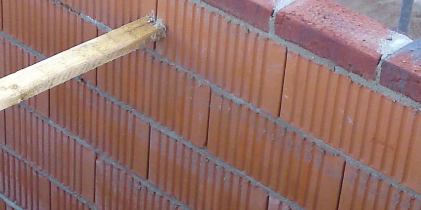 Onbekenden metselen voordeur bewoner dicht