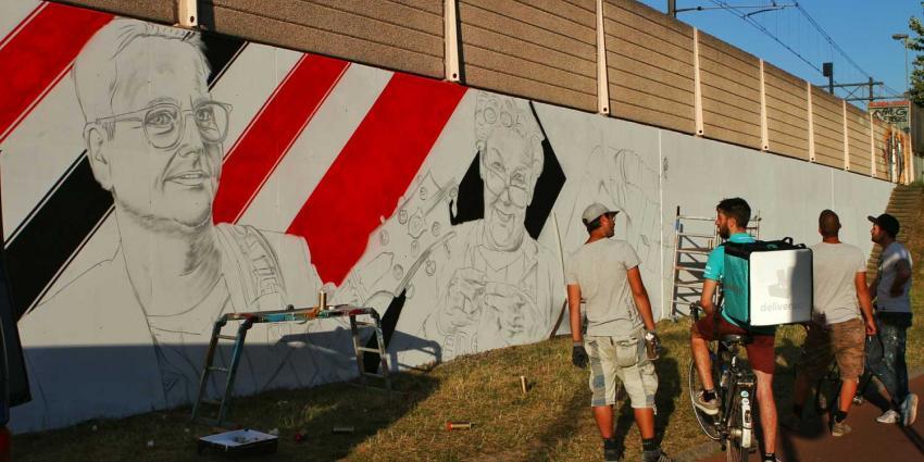 Guus Meeuwis vereeuwigd op muur PSV-stadion